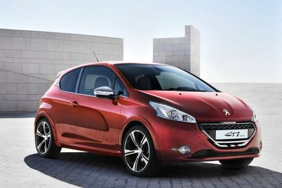 Peugeot 208GTi Concept side-front view