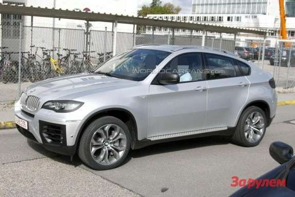 Facelifted BMW X6 side-front view