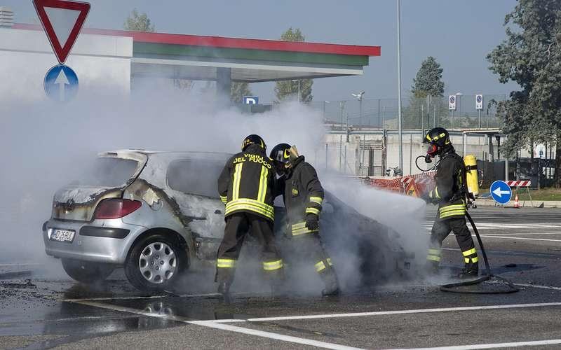 20 причин, почему машина может загореться