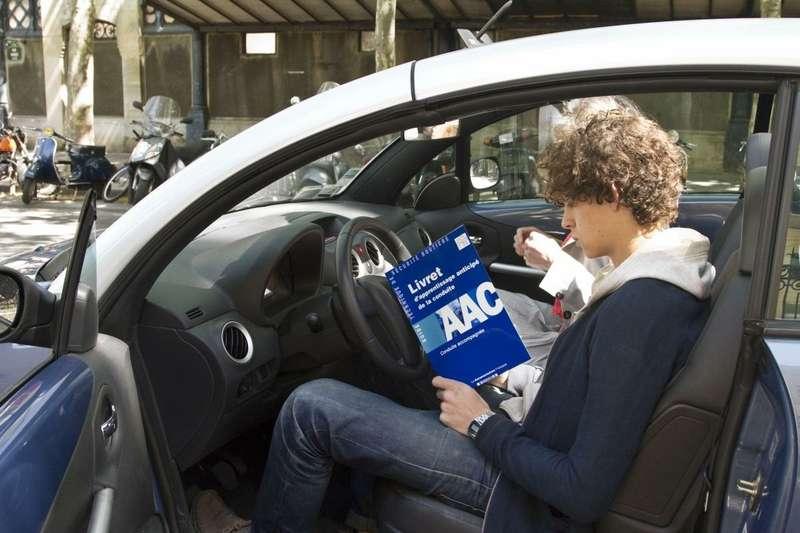 Франция разрешит управлять автомобилем с15лет