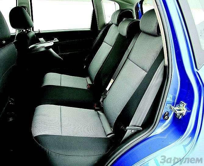 Peugeot 207, Chevrolet Aveo, Skoda Fabia: Кавалеры приглашают дам— фото 93074