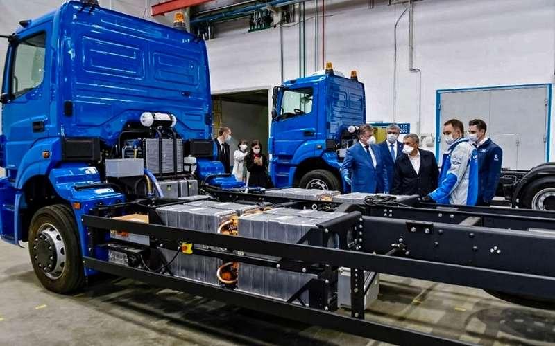 КАМАЗ показал первый российский электрический мусоровоз