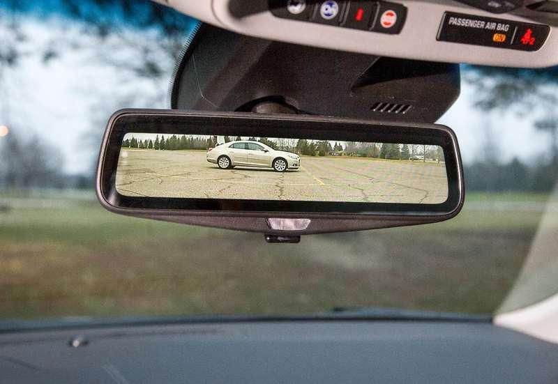 Cadillac представит зеркало заднего вида спотоковым видео