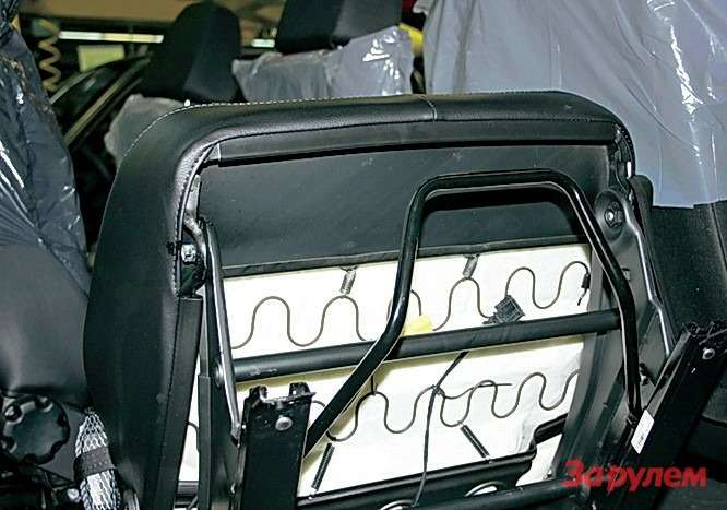 Пластина впередней части сиденья не позволит водителю или пассажиру при аварии продавить каркас иподнырнуть подремень.