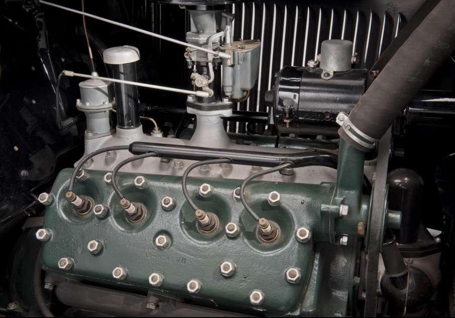 Покупатели желали видеть подкапотом вот это— первую фордовскую «восьмерку» мощностью 70л.с. Фото: www.thehenryford.org