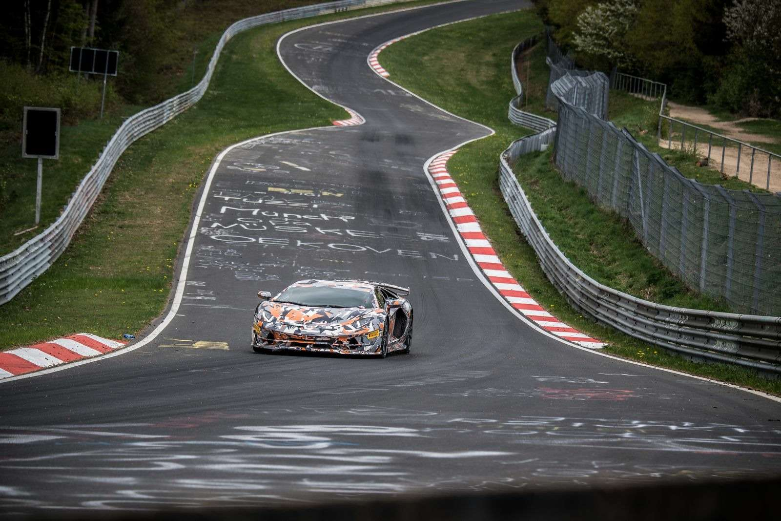 Lamborghini установила новый рекорд Нюрбургринга длясерийных машин— фото 890777