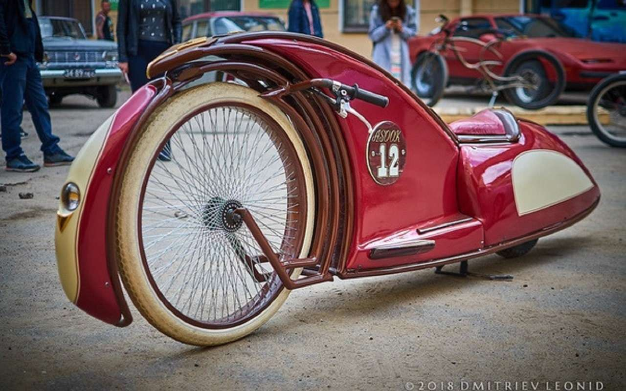 Житель Санкт-Петербурга создает шедевры надвух колесах. Ихможно купить— фото 1125915