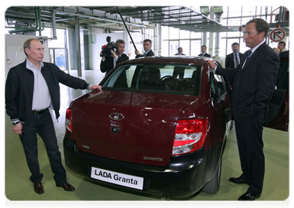 Владимиру Путину особенно понравился багажник нового автомобиля