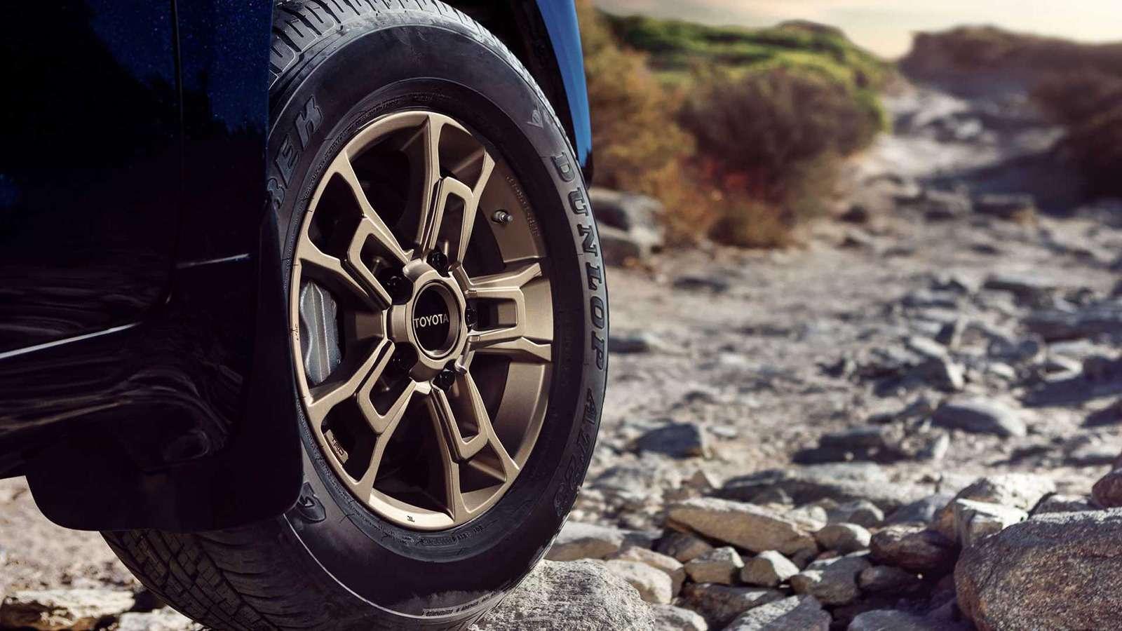 Toyota Land Cruiser получит новую эксклюзивную версию— фото 942915