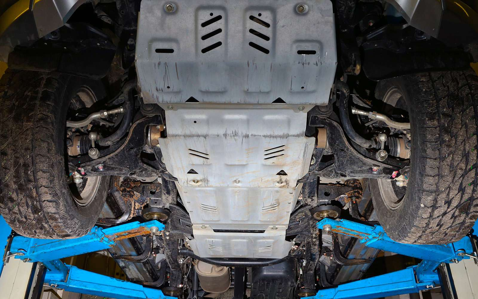Mitsubishi Pajero Sport иKia Mohave— сравнительный тест настоящих внедорожников— фото 769877