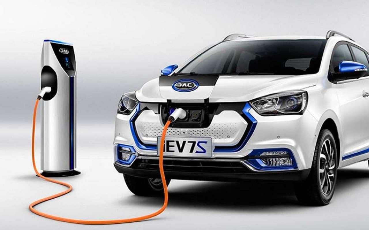 «Полный бак» за100 рублей: JAC начнет продавать электромобили вРоссии— фото 1138645
