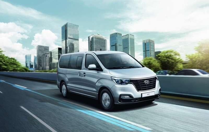 Компания Hyundai назвала цены на обновленный минивэн H-1