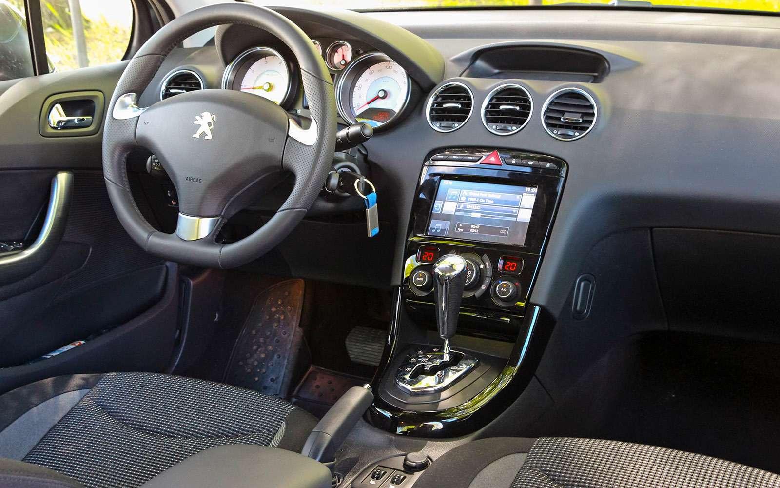 Обновленный Peugeot 408— тест-драйв ЗР— фото 779131