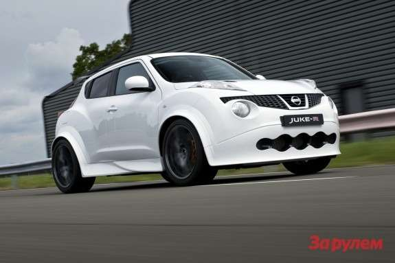 Production Nissan Juke-R side-front view