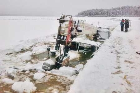 «Остановитесь!» — требует МЧС. Чиновники топят в реке тяжелую технику