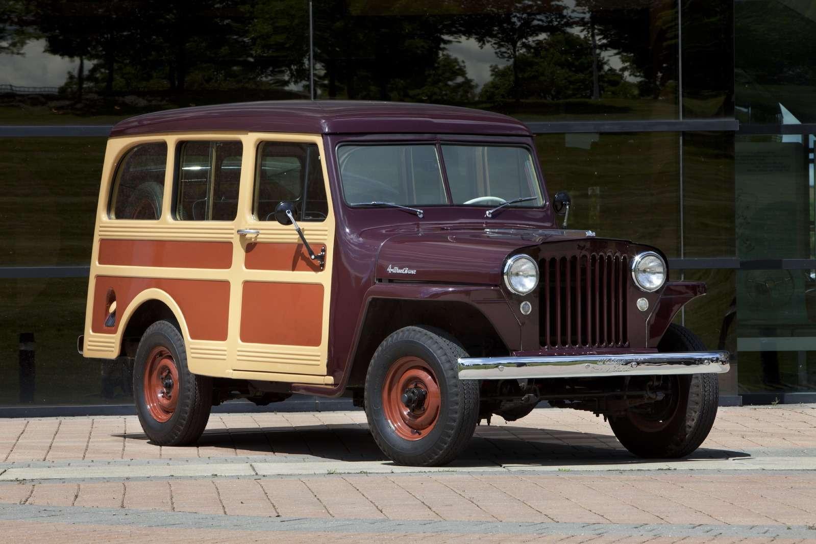 Полноприводную версию Willys Jeep Station Wagon начали выпускать с1949 года. До1948 года автомобиль оснащался четырехцилиндровым нижнеклапанным 2,2-литровым двигателем L-134 Go-Devil мощностью 60л.с. при 4000 об/мин., затем— шестицилиндровым 2,4-литровым L-148 Lightning мощностью 70л.с.. В1950 году появился усовершенствованный четырехцилиндровый 75-сильный F-134 Hurricane, имевший верхние впускные инижние выпускные клапаны.