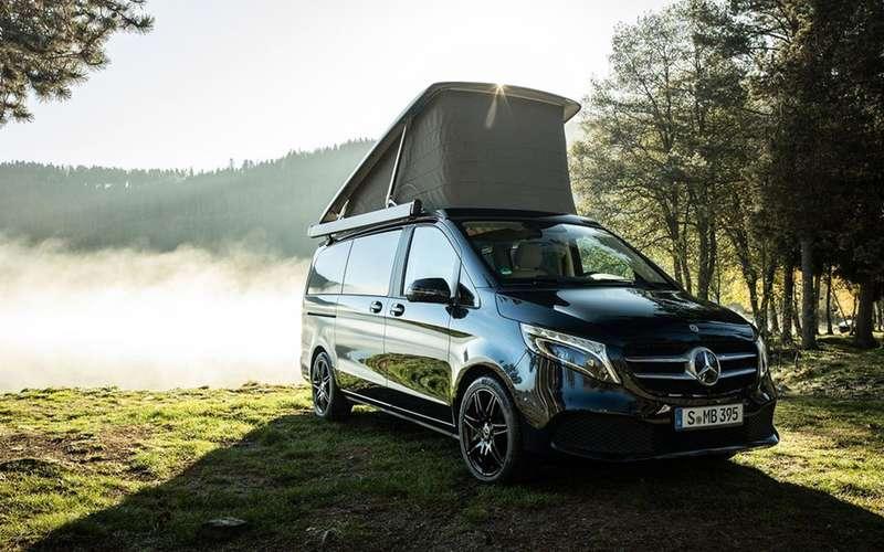 Автодом Mercedes-Benz выполняет команду: «Эй, Мерседес!»