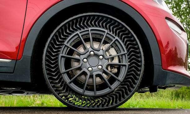 Придумана безвоздушная шина: ейнестрашны проколы— фото 1169359
