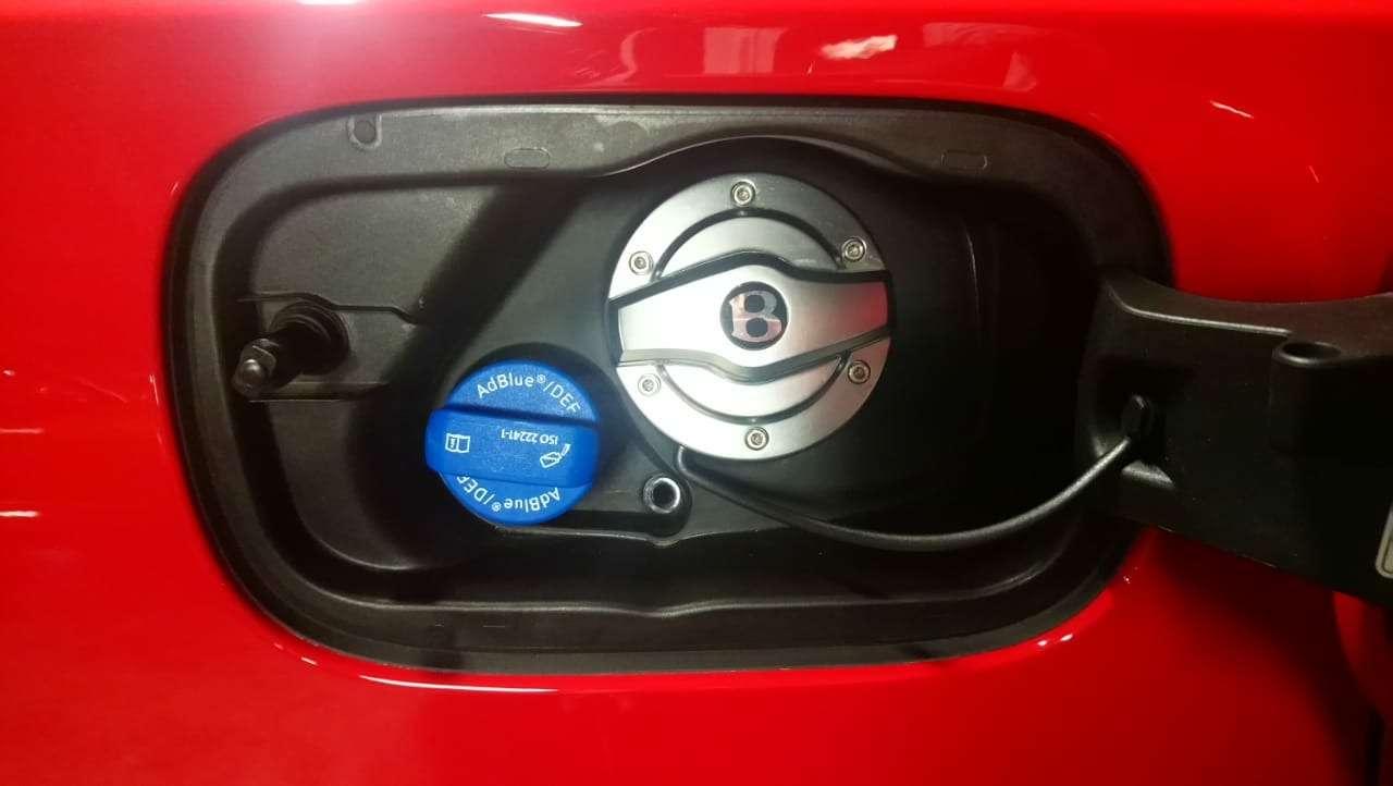 Bentley Bentayga Diesel: 4,8до сотни— самая медленная версия!— фото 884669