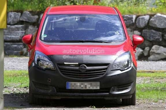 Facelifted Opel Meriva test prototype front view