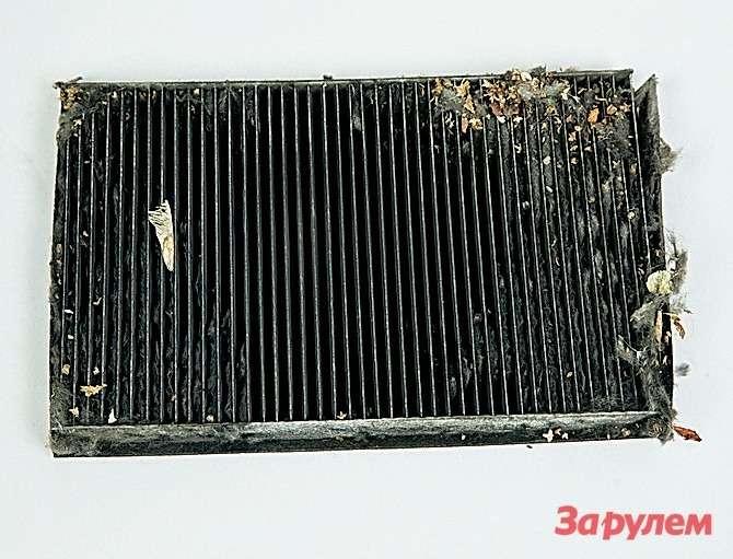Салонный фильтр нужно менять нереже раза вгод— забивается быстро иухудшает вентиляцию.