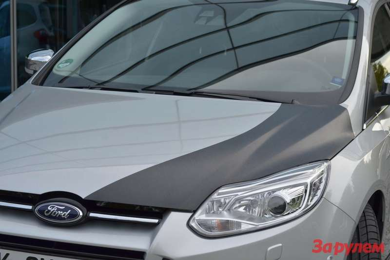 Ford Focus prototype with CFRP hood 4