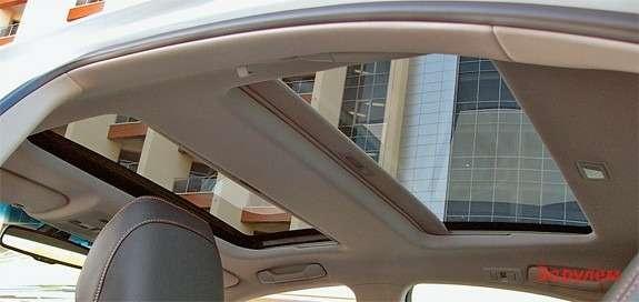 Видчерез крышу замечательный, жаль только потолок низковат дляпассажиров ростом выше 190см.