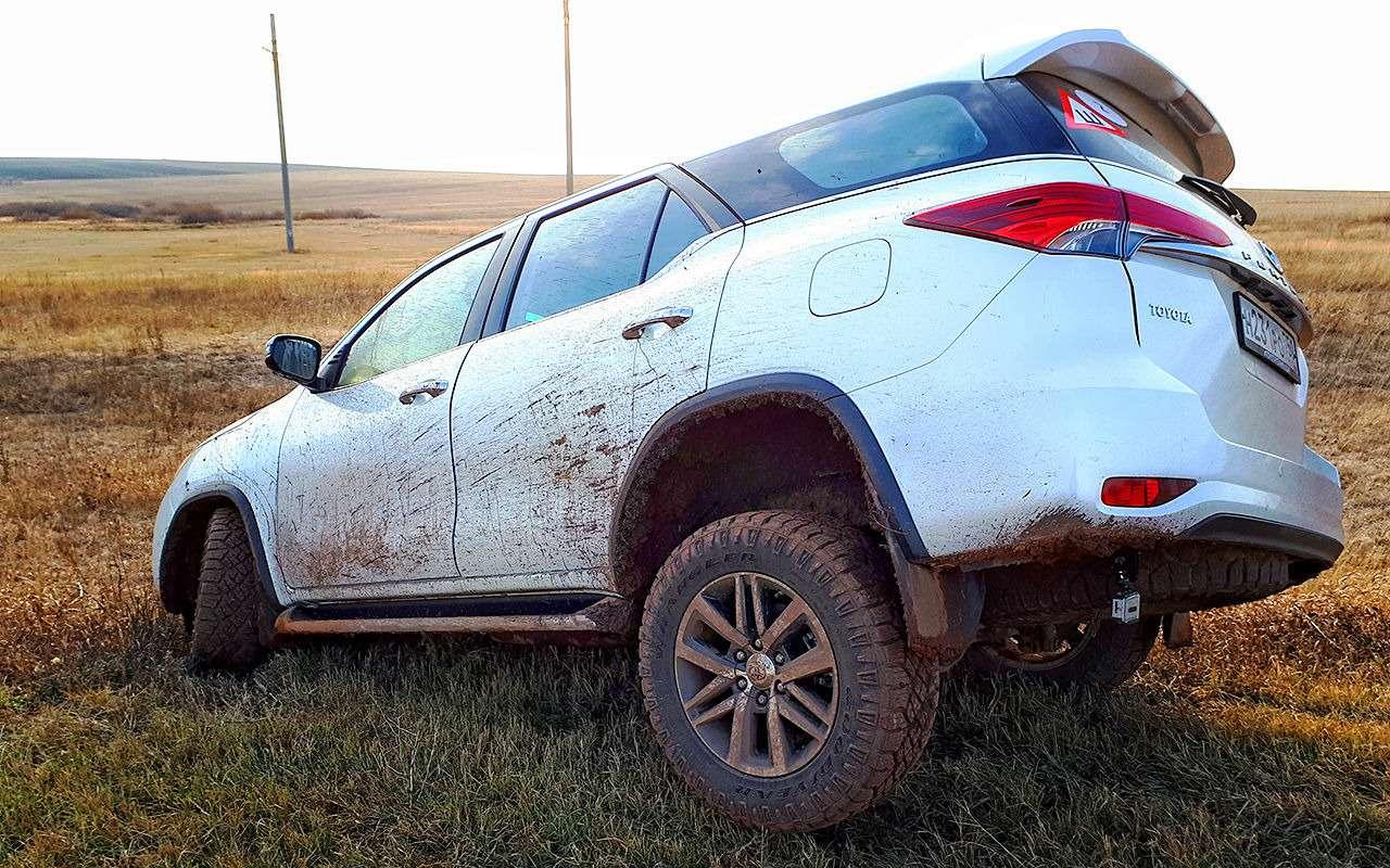 Toyota Fortuner: первый тест-драйв— фото 820545