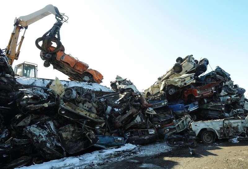 Минпромторг ссентября запустит программу утилизации старых автомобилей
