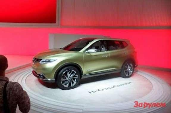 Nissan Hi-Cross Concept side-front view 2