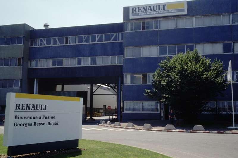 Имяубитого управляющего увековечено вназвании аллеи в14-м округе Парижа, где онжил. Также его имя получил завод Renault вДуаэ