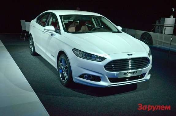 New Ford Mondeo at Paris motor show_no_copyright