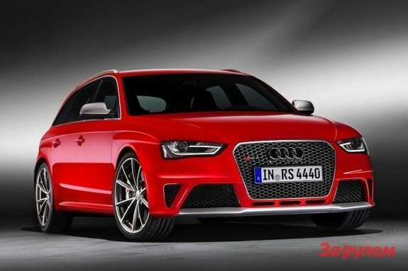 Audi RS4 Avant side-front view