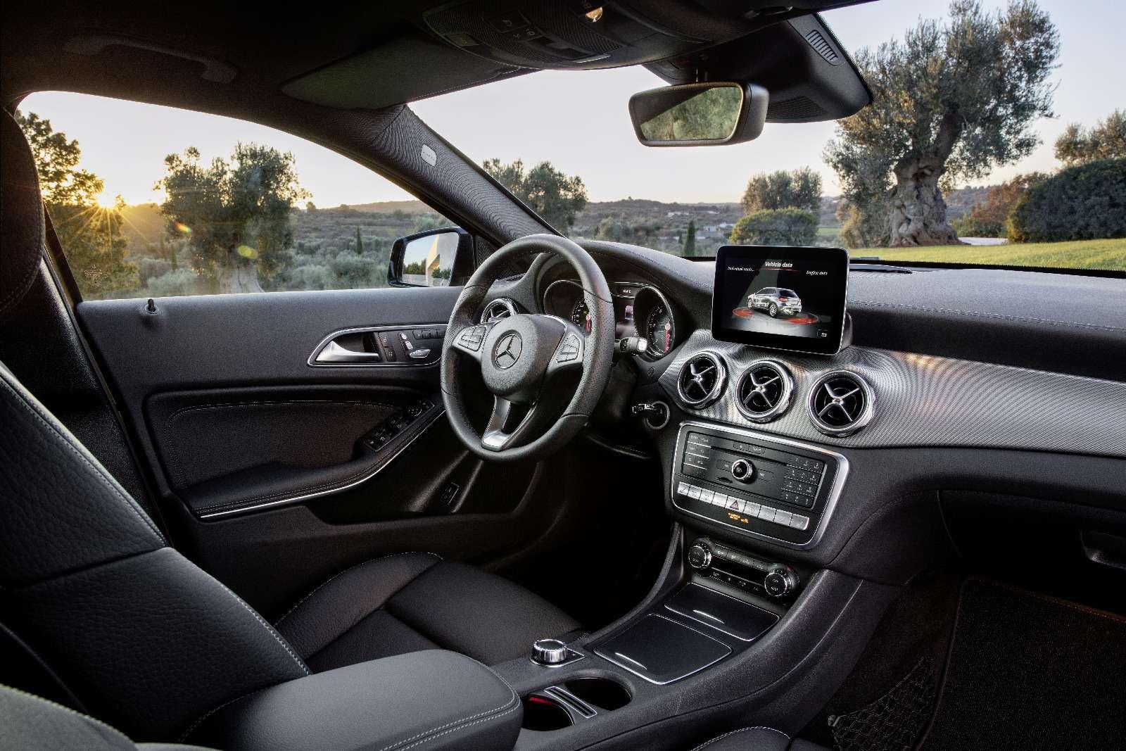 Mercedes-Benz GLA стал краше, нонепросторнее— фото 690064