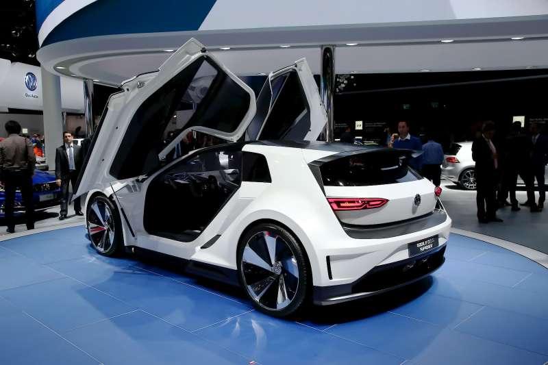VW_Golf_GTE_Sport_5