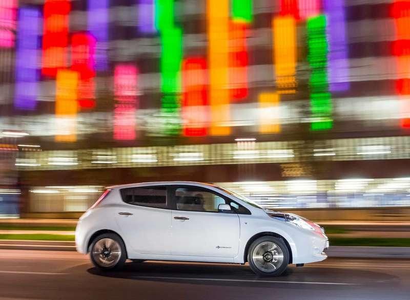 Чиновники испытают беспилотный Nissan Leaf надорогах Лондона
