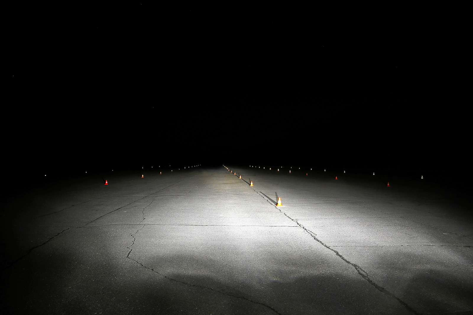 Супертест светодиодных фар: какая из10машин заглянет дальше?— фото 601212