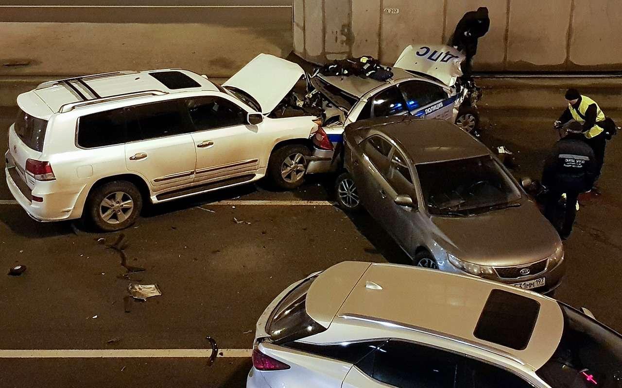 Сотрудник ГИБДД погиб при оформлении аварии— фото 953365