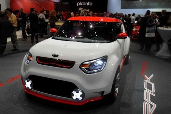KiaTrackster side-front view
