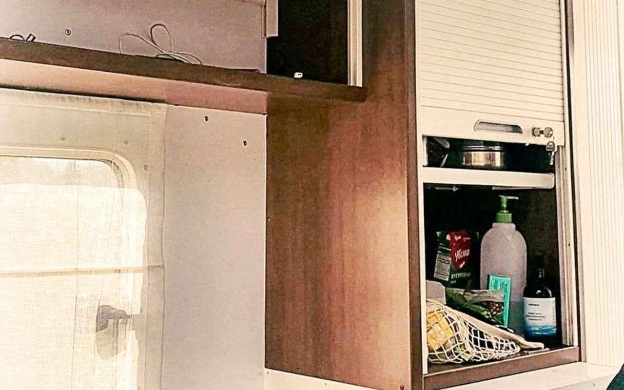 Жилой модуль исолнечные батареи— УАЗ Профи превратили вдом-вездеход— фото 1278568