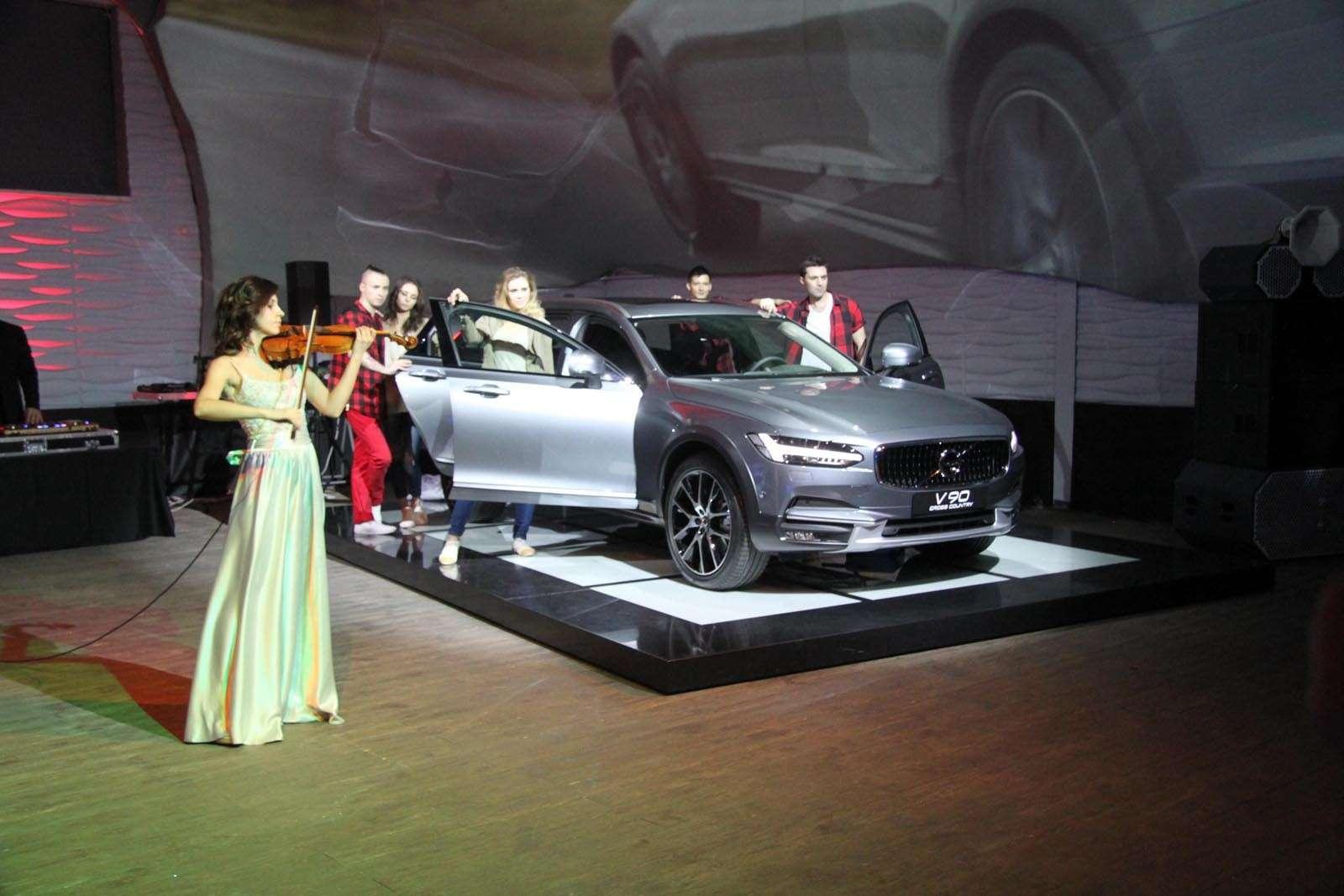 Volvo V90 Cross Country: старт российских продаж ирублевые цены— фото 674570