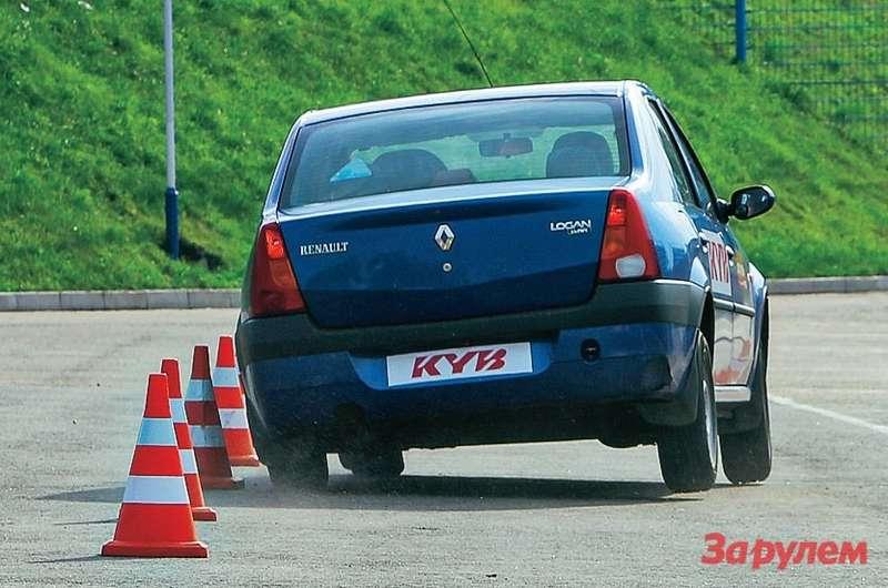 Всеавтомобили проектируют так, чтобы минимизировать риск переворота. Даже спустыми стойками «Логан» выполнил маневр вскольжении, оставшись наколесах.