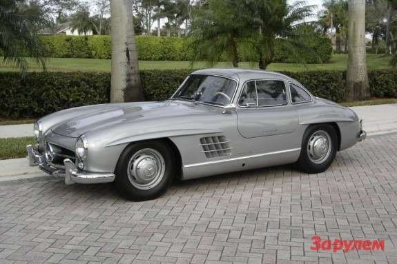 Mercedes-Benz 300SL Gullwing side-front view