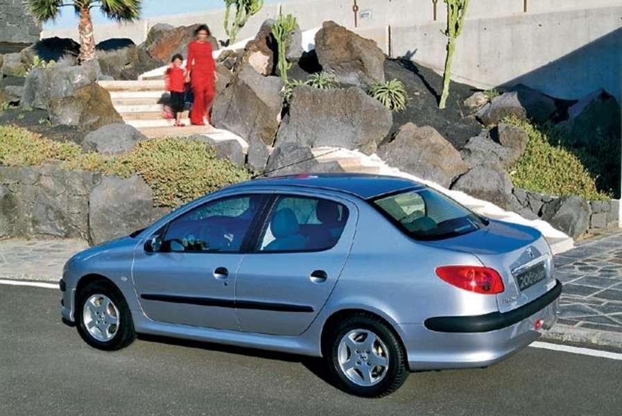 Peugeot 206 Sedan. Седан— символ успеха?— фото 106082