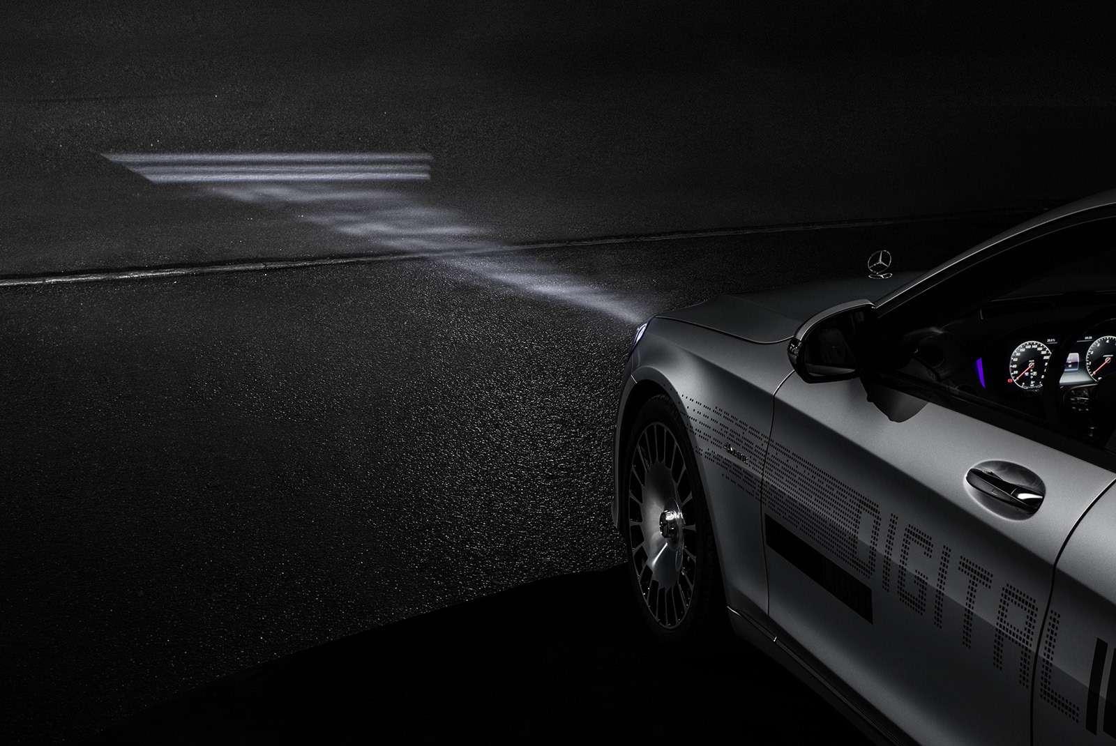 «Ярисую наасфальте»: Mercedes-Maybach представил уникальные фары— фото 851499