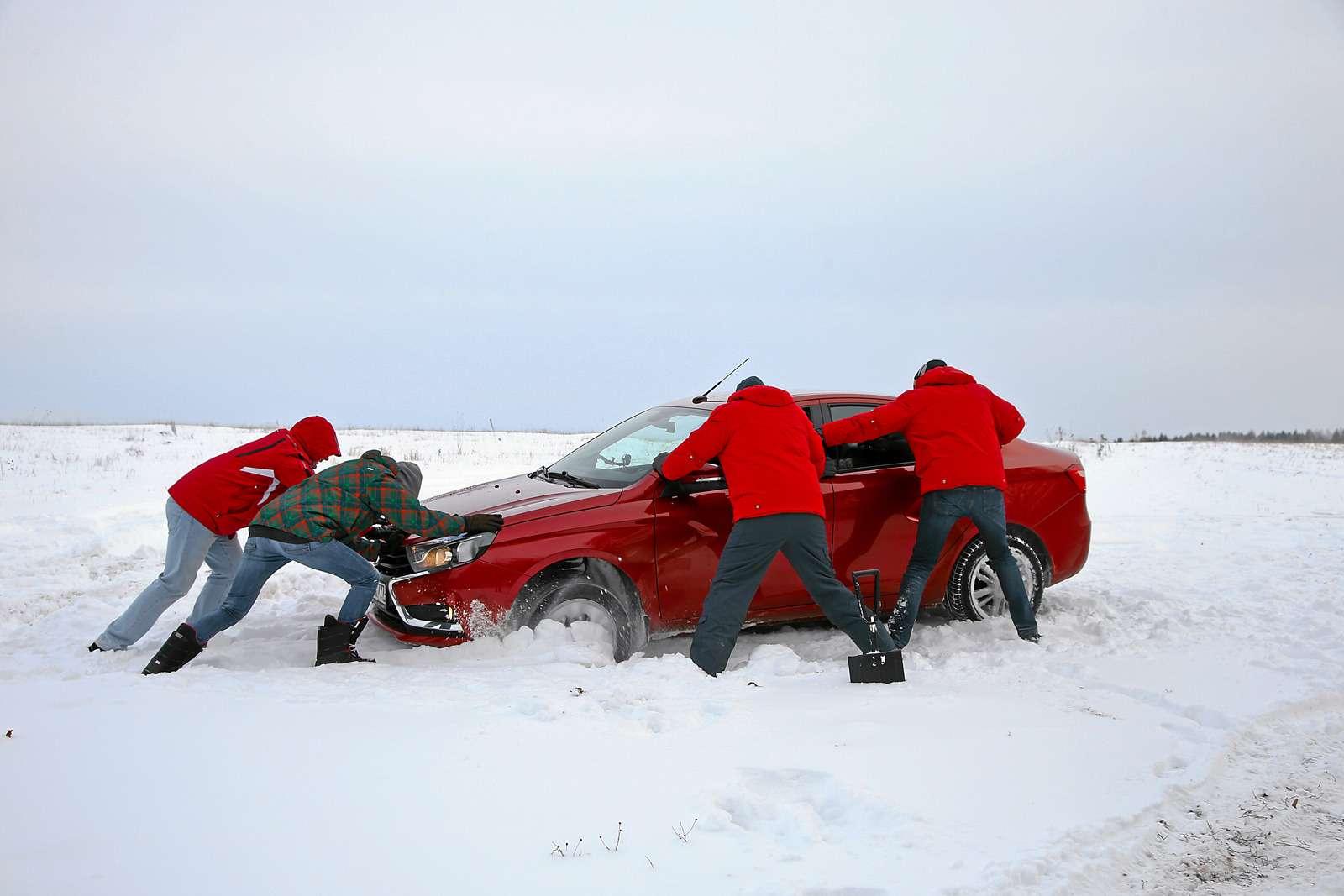 Большой зимний тест: Lada Vesta, Lada XRAY иDatsun mi-DO изпарка ЗР— фото 571441