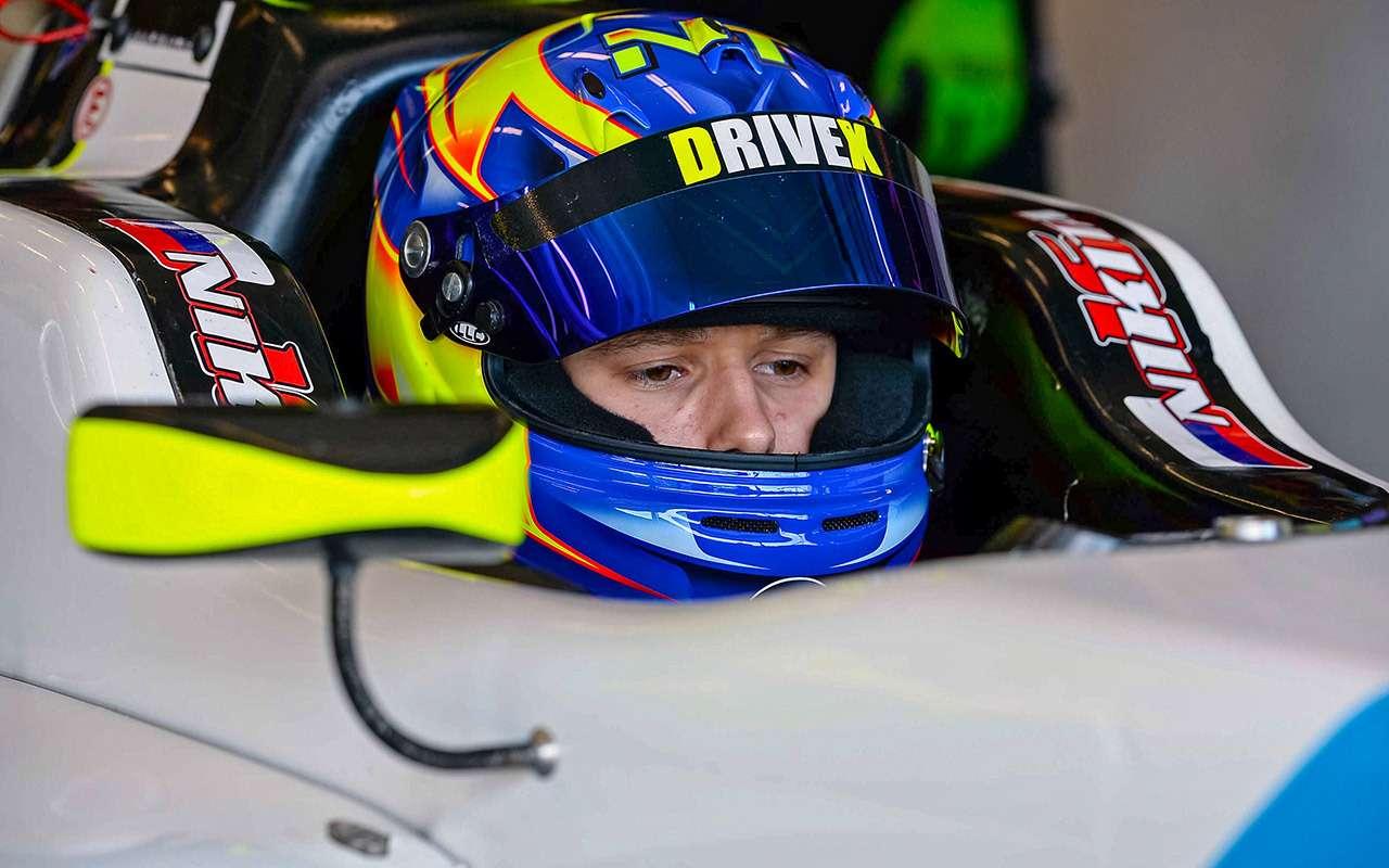 Попасть вдесятку: лучшие российские автогонщики— фото 831180