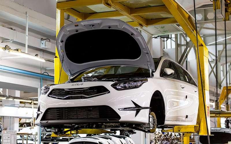 Скоро в продаже: обновленный Kia Ceed уже в транспорте