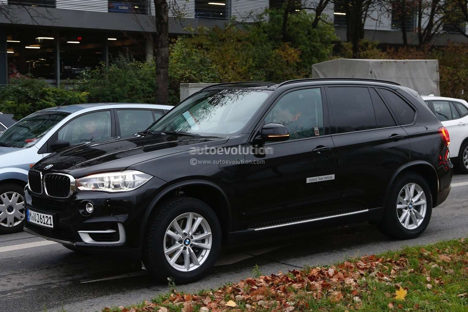 spyshots-hybrid-bmw-x5-goes-out-for-tests-in-traffic-1080p-3_no_copyright