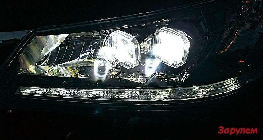 Заказные светодиодные фары автоматически переключаются сдальнего света наближний.